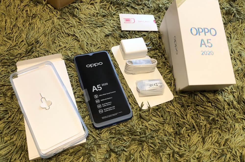 OPPO A5 2020の付属品が豪華でケースまで付いている