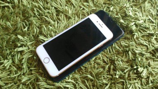iPhone8とOPPO A5 2020のサイズを比較