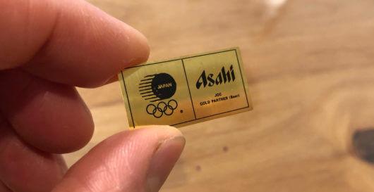 純金ストラップの中身は1.2g。2012年のロンドンオリンピックを記念してアサヒビールが行った懸賞でゲット