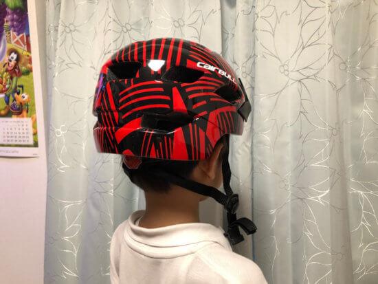 Cairbullのキッズヘルメットは実際に被ってみたところ。装着感も良いそうな。