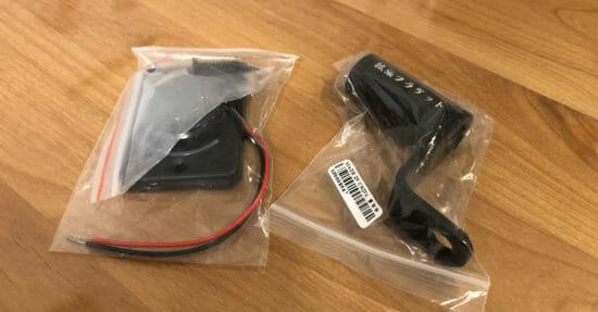 Wishで格安購入した延長ブラケットと2ポートUSB電源。格安なので節約カスタム。バイクに取り付けます