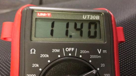 KYMCOレーシング150FiにUSB電源を設置するために、配線の電圧を測ってみた