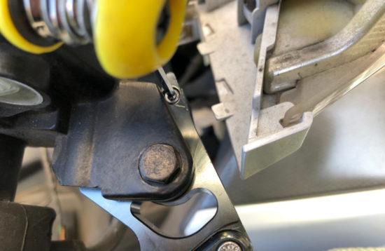 ブレーキランプスイッチが押されていないと点灯したままになってしまうので危険です