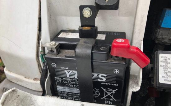バイクにバッテリーを取り付ける際はプラスから接続してマイナスは後でつなぐという順番を守ること