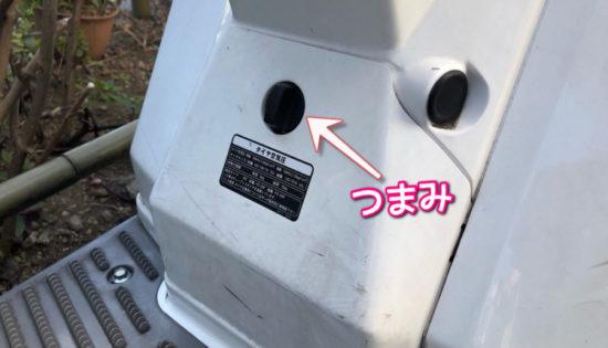 ジャイロXのバッテリーの場所はシートの下