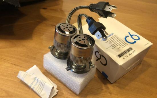C6 LEDヘッドライトはアルミ製で冷却フィンと電動ファン付きなので、熱に強そう